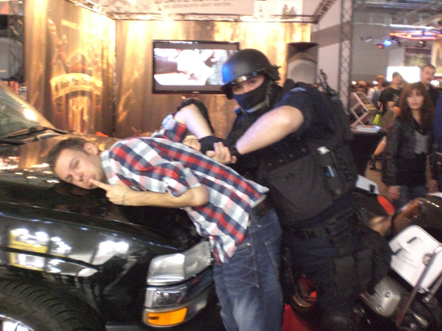 freak-under-arrest